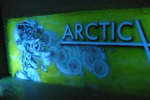 Swiecący obraz w klubie Arctica, malowanie obrazu 3d świecącego w ciemności
