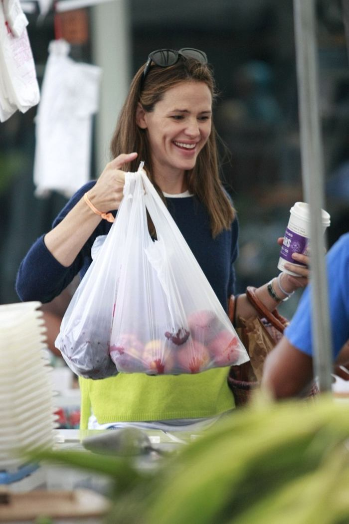 Jennifer Garner at Farmers Market in Pacific Palisades