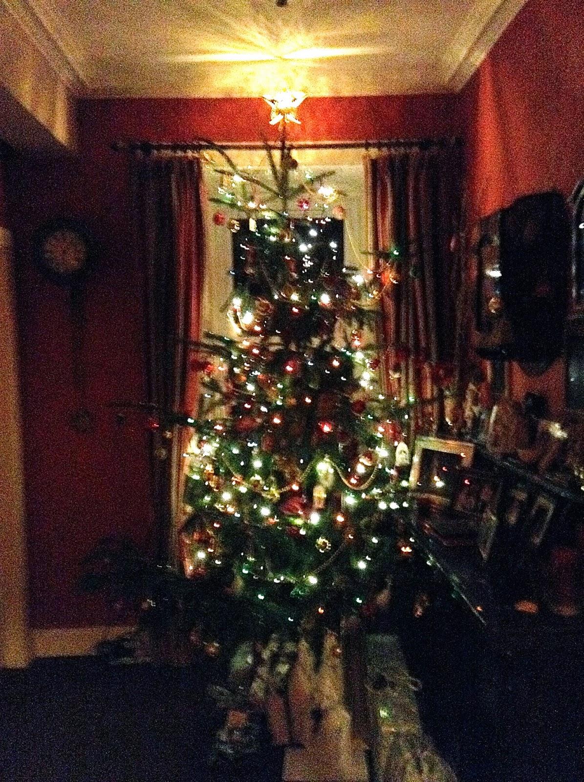 Christmas tree with lights, star & presents