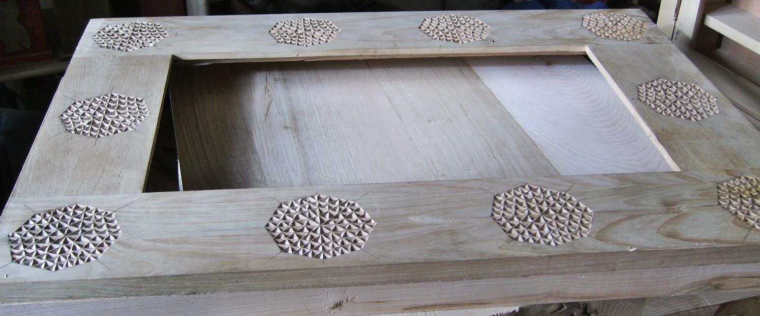 Espejo madera decorado con talla for Espejos con marco de madera decorados