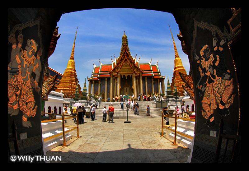 Wat Phra Kaew - The Temple of Emerald Buddha - Bangkok Blog