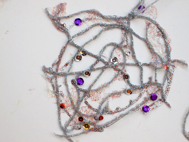 sparkly and lacy yarn spider web- a beautiful fall craft for kids