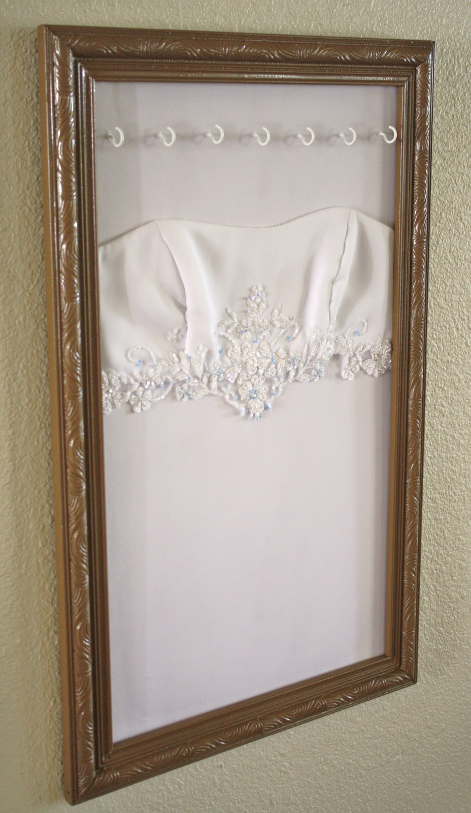 Wedding dress jewelry display for Frame your wedding dress
