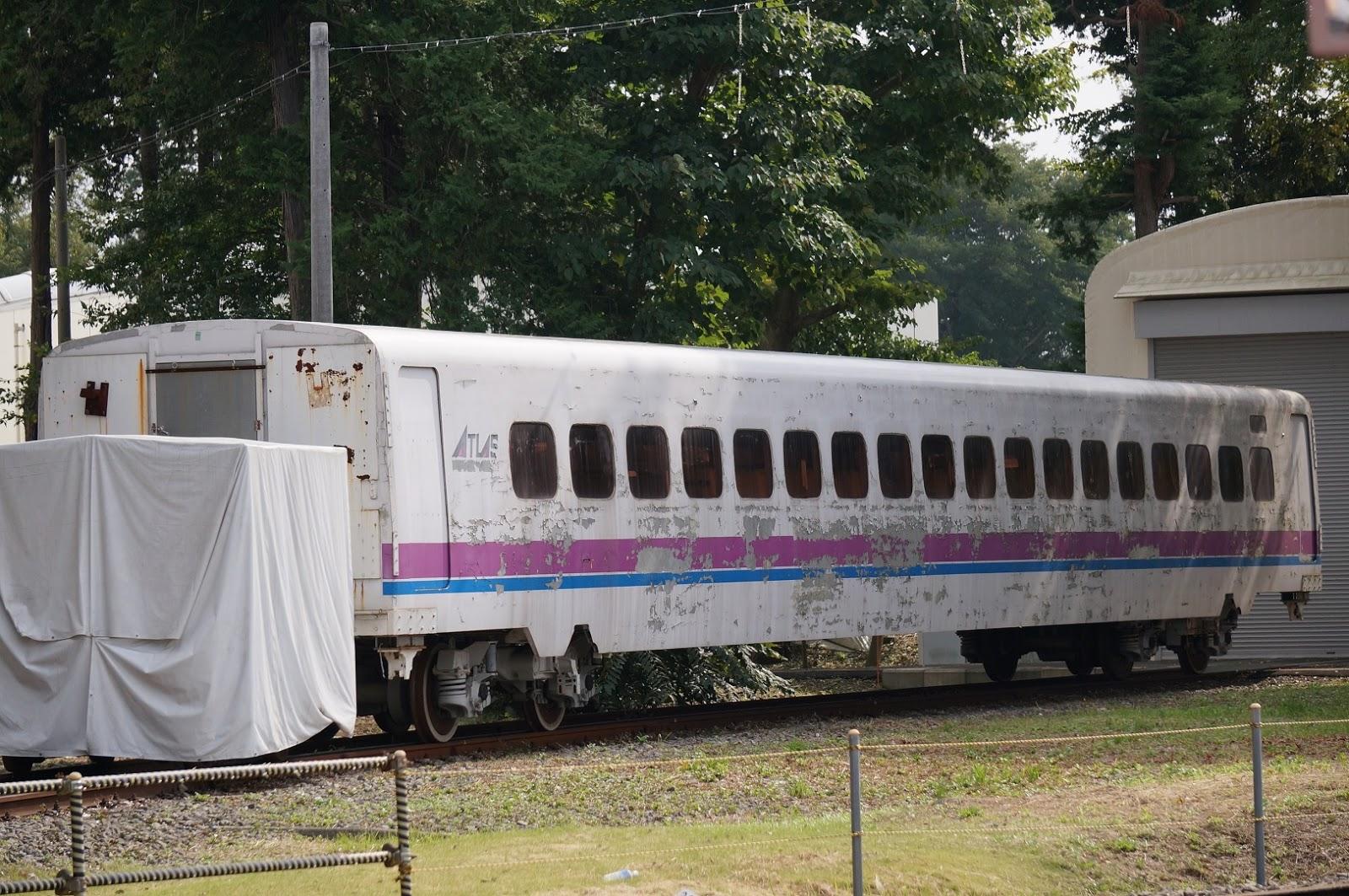 車体がボロボロの新幹線タイプの試験車両