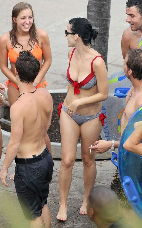 Kate Perry In Bikini