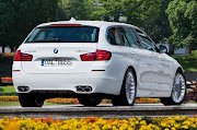 Direct injection and DoubleVANOS contribute to the ALPINA B5 .