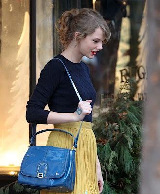 bolsa-fendi-azul-cool-tendencia-amarelo-bordo