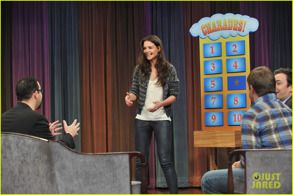 http://3.bp.blogspot.com/-ODiwNpbtcl8/UKuqD_AV3JI/AAAAAAAA8nQ/oe7qKo3mnSo/s1600/katie-holmes-plays-charades-on-late-night-with-jimmy-fallon-14.jpg