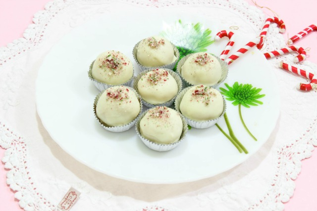 No-bake-candy-cane-truffles