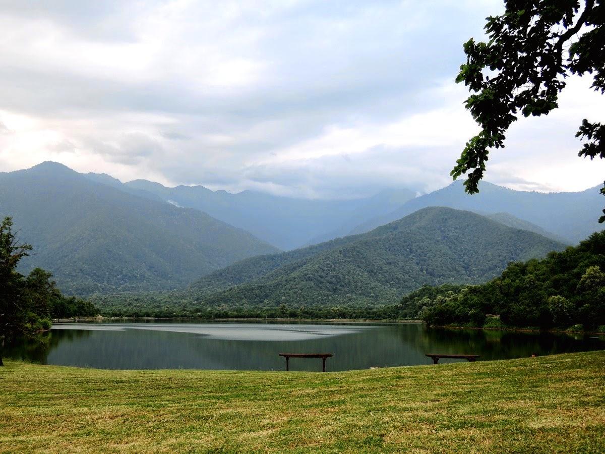 озеро в горах Грузии
