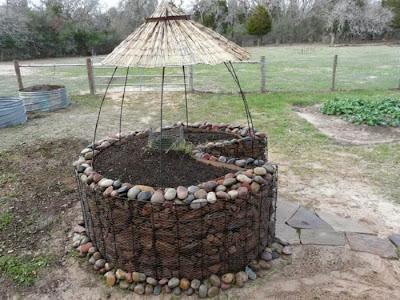 how to build a keyhole garden meda