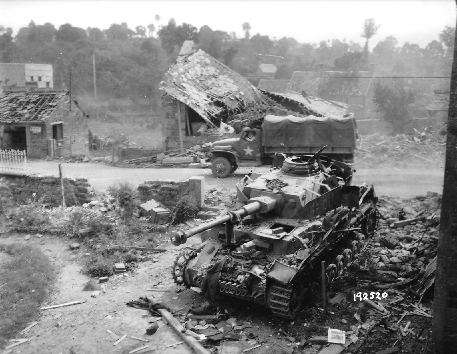 German+medium+tank+PzKpfw+IV+Ausf.+J+of+the+German+2.Pz.Div.,+destroyed+by+soldiers+of+the+35th+U.S.+Infantry+Division,+August+2,+1944.jpg