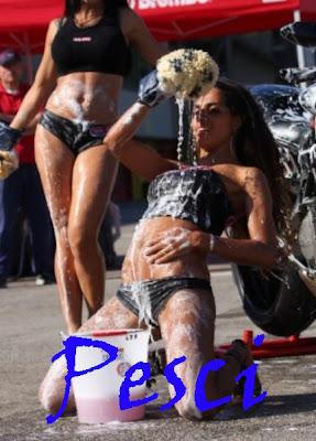 Sexy bike wash per ogni segno-2012 ducati girl