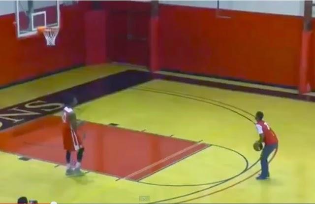 Έπιασε για πρώτη φορά μπάλα μπάσκετ στα χέρια του και έκανε... παπάδες!!![video]