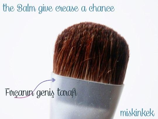 the-balm-give-crease-chance-makyaj-fircasi