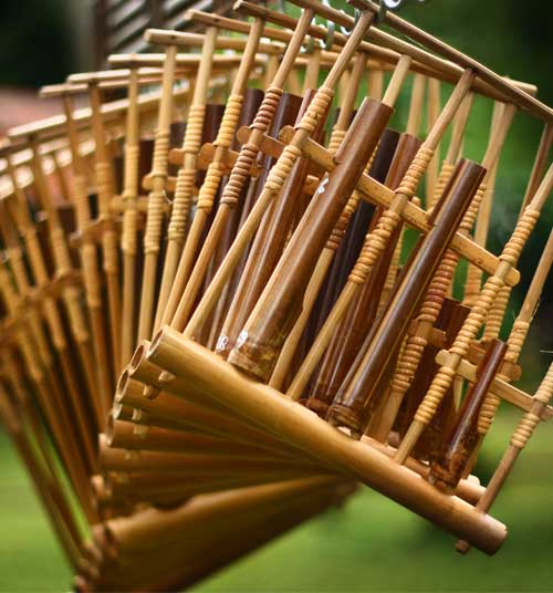 angklung a music instrument Angklung angklung is an indonesian musical instrument consisting of two to four bamboo tubes suspended in a bamboo frame, bound with rattan cords.