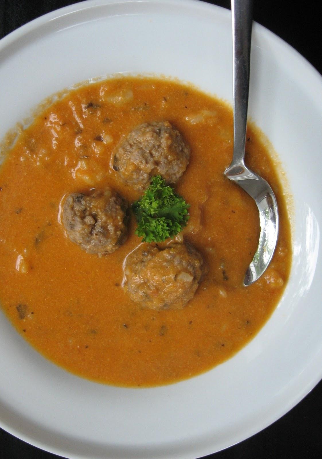 Pietų Stalas Ryžių Pomidorinė Sriuba Su Mėsos Kukuliais