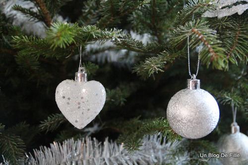 Un blog de fille d coration sapin de no l givr blanc for Decoration lumignon 8 decembre