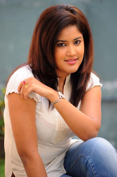 sowmya , sowmya new actress pics