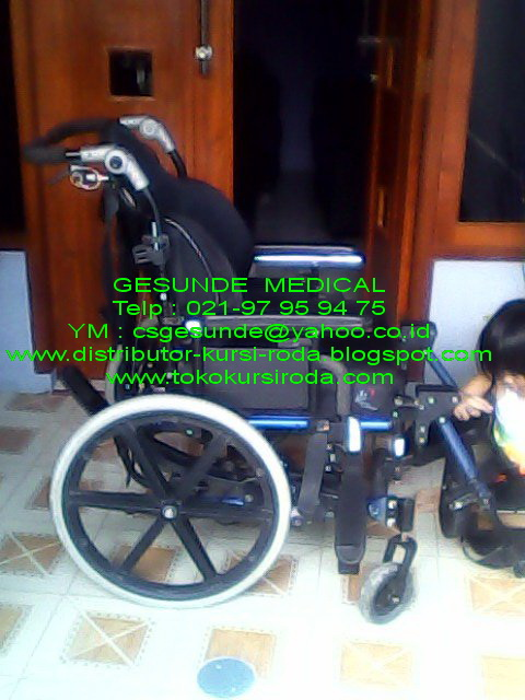 kursi roda anak cerebral palsy