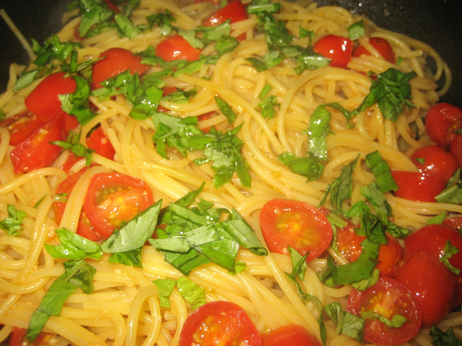 Spaghetti With Sauteed Chicken And Grape Tomatoes Recipe — Dishmaps