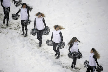 Philly Cheerleaders Stay Warm During Blustery Game