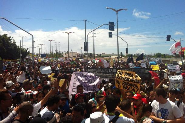 Tiros, bombas de gás e feridos em protesto na cidade de Fortaleza antes de Brasil x México