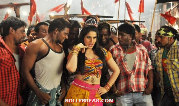 , Zareen Khan In Tamil Movie ' Naan Rajavaaga Pogiren' - Hot Navel Pics