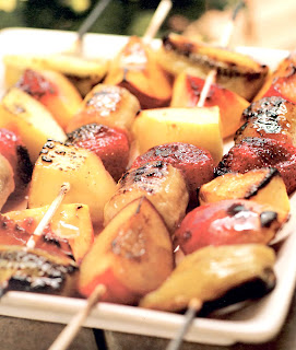 Mixed fruit kebabs: mixed fruit threaded on skewers and cooked on a barbecue. A classic outdoor dessert.