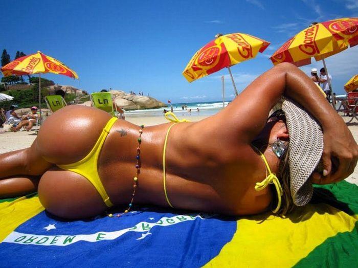 Playa Calor Tanga Y Curvas El Para So Muchos Mortales