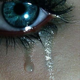 Bébete tus lágrimas con un poco de vodka.