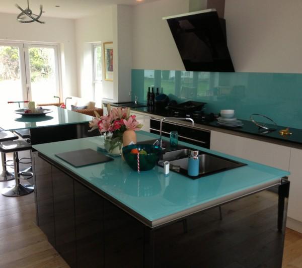 ALUCRYSTALL: Encimera,mesa y frontal de cocina vidrio pintado.