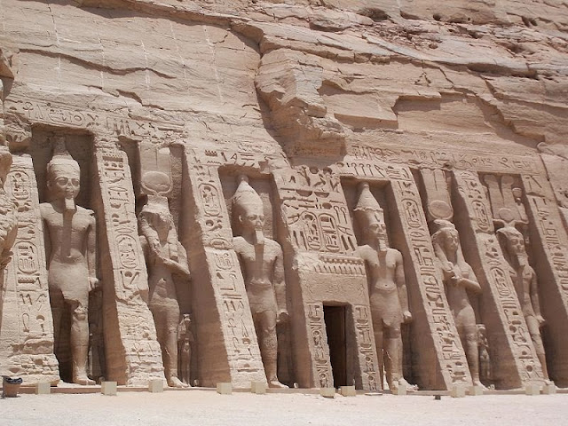 Nefertari-Temple-Abu-Simbel-Nile-Cruise-Egypt-2007-Sealiberty-Cruising