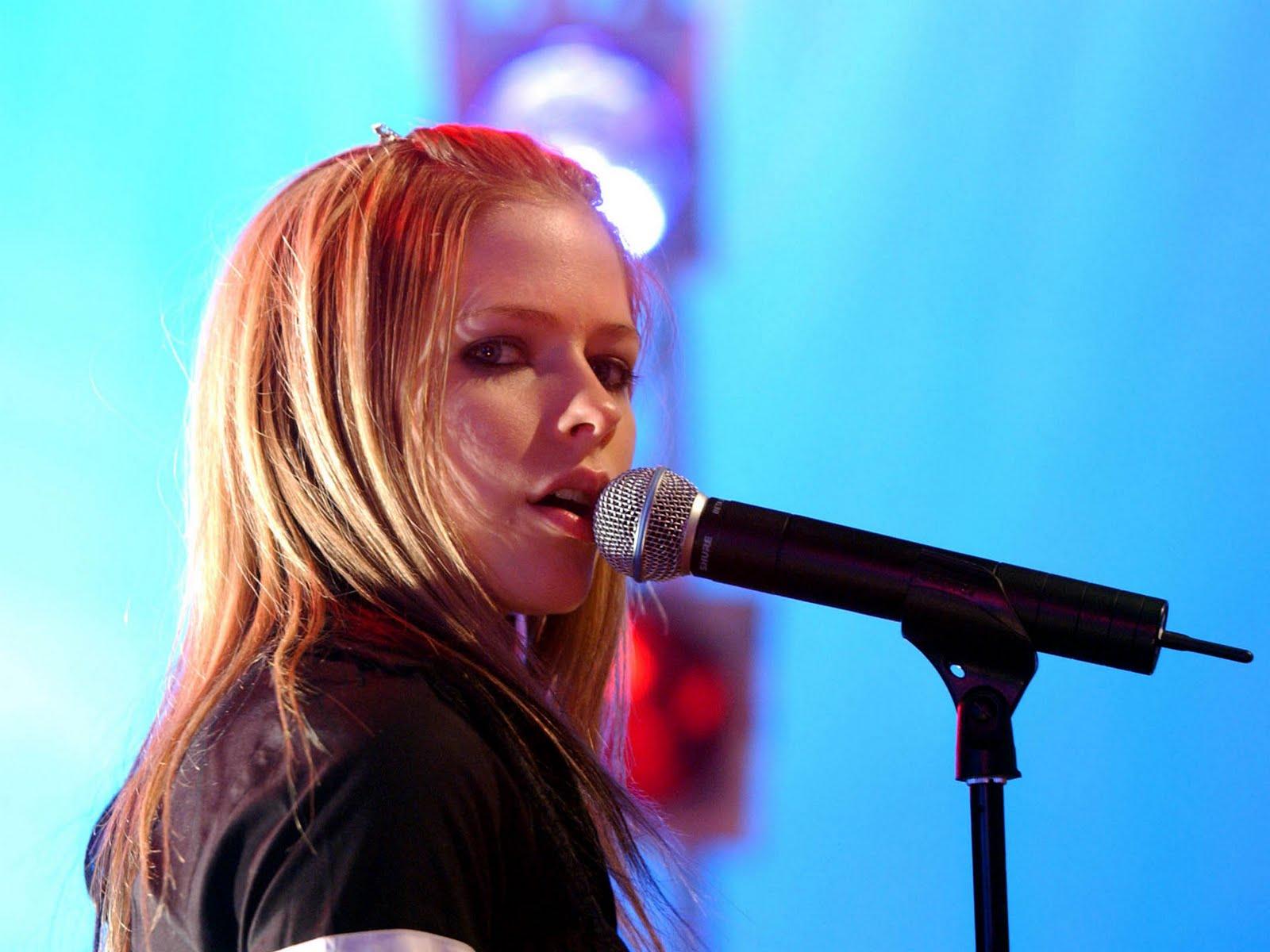 http://3.bp.blogspot.com/-OGpOwdTE3oY/TmGwwDrX0fI/AAAAAAAAAnk/KISHxQZ-I4c/s1600/Avril+Lavigne+Photo+Gallery+%252814%2529.jpg