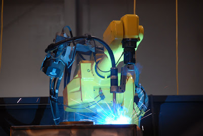 Welding stainless steel by robot