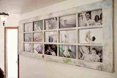 Stare drzwi wykorzystane jako galeria zdjęc na ścianie