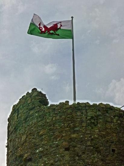 Welsh flag, Criccieth, Cadw, war with England