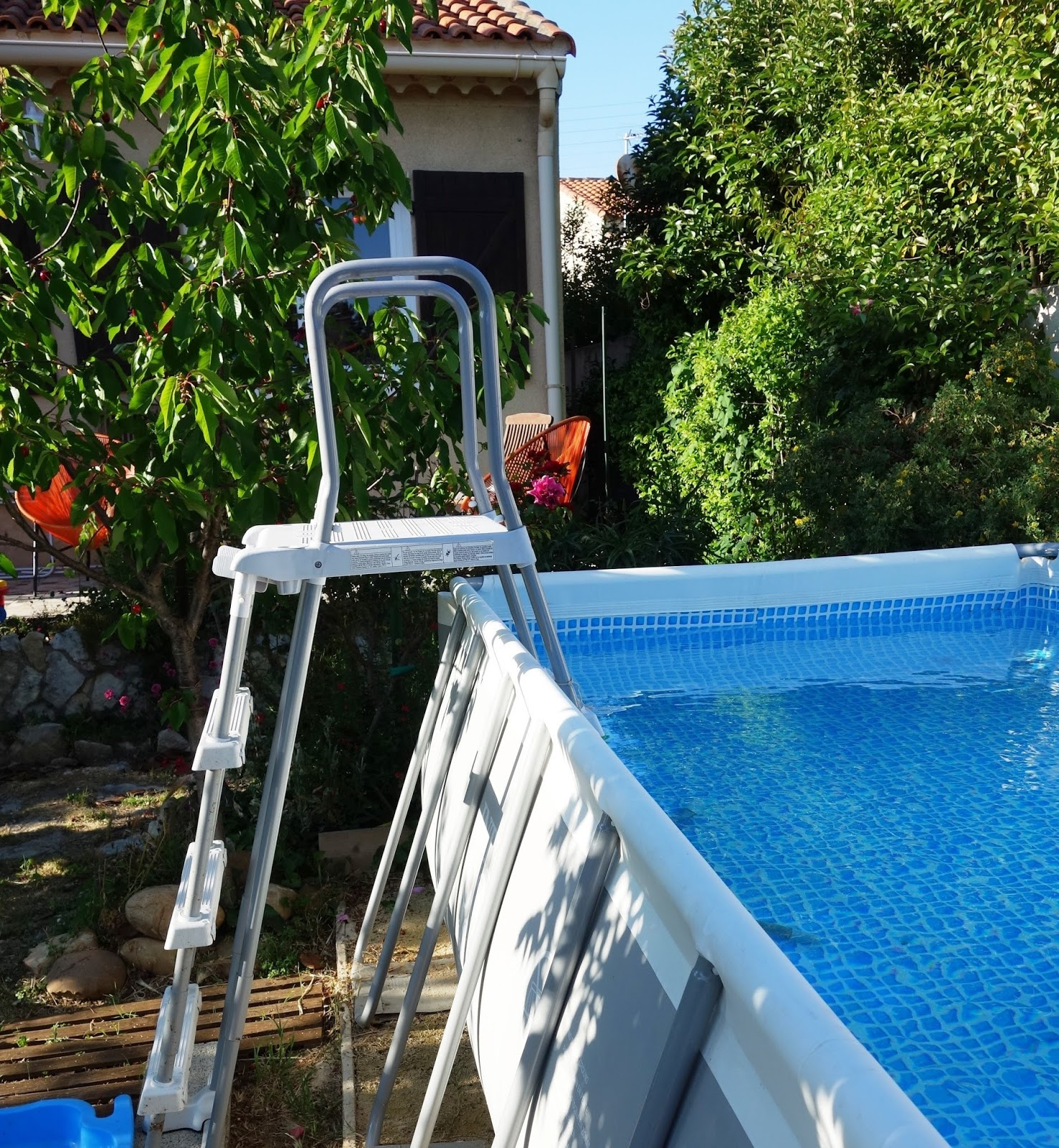Comment installer et entretenir sa piscine hors sol for Ph piscine trop haut