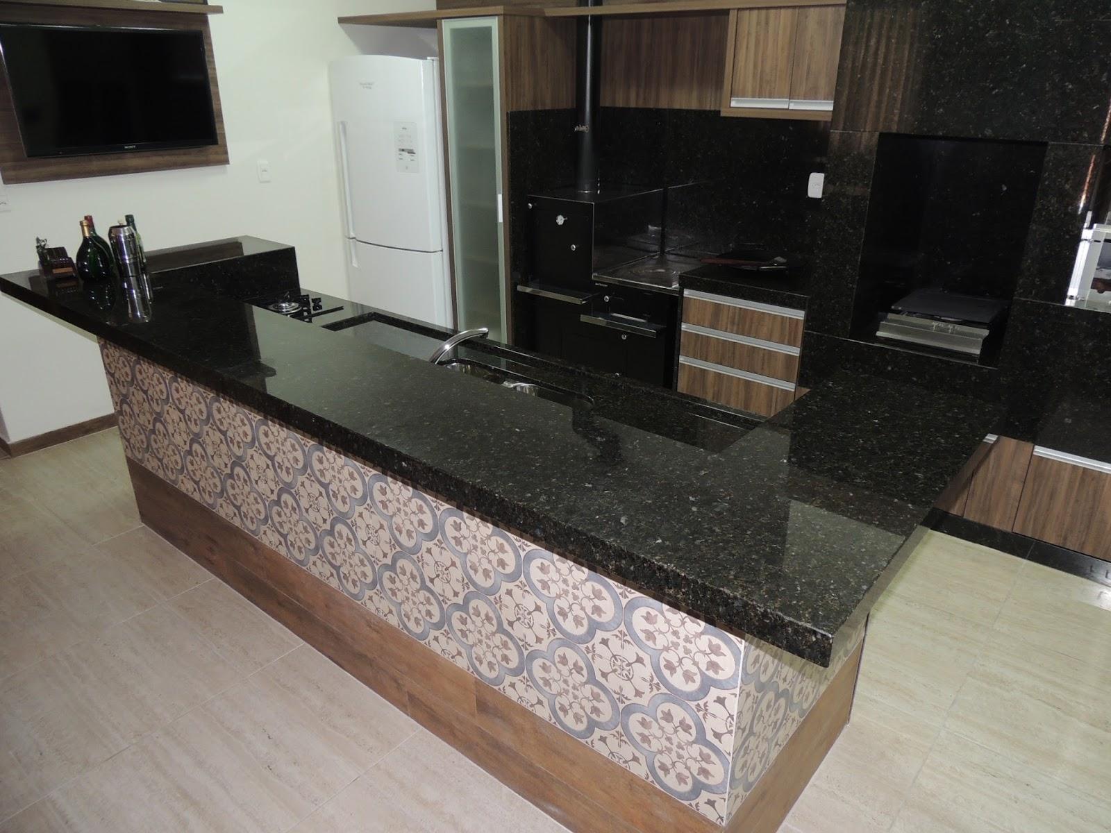 Projeto 02: Área de churrasqueira e cozinha em apartamento espaçoso #604D3D 1600x1200