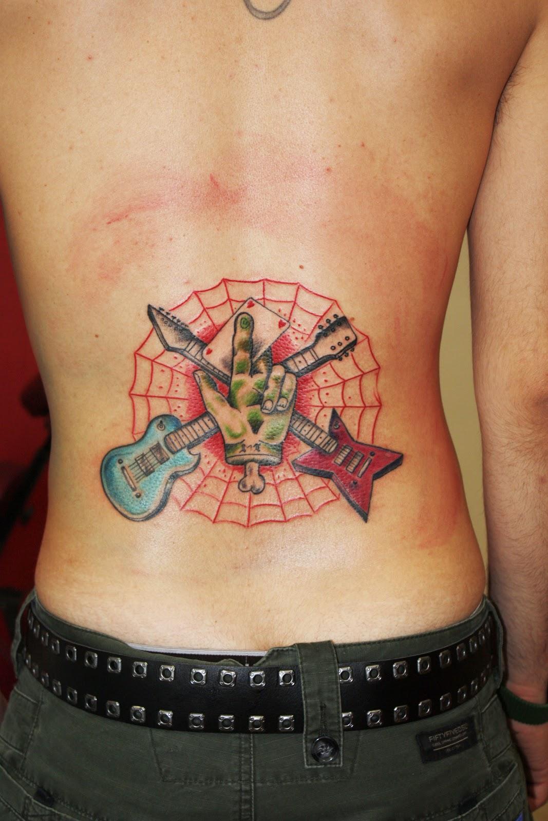 New school tattoo lettere tatuaggi farfalla tatuaggio for Foto tatuaggi lettere