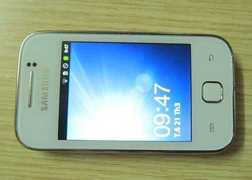 Cần bán điện thoại samsung galaxy Y cũ giá rẻ tại hà nội, thanh lí điện thoại di động android samsung glx y cũ giá rẻ, samsung glx y chạy android, cài nhiều phần mềm, game, cảm ứng nhạy wifi 3g gps nhanh. Máy màu trắng, đẹp, mặt lưng có hoa văn, màn hình không xước. nghe gọi tốt, mọi tính năng hoạt động tốt, không lỗi lầm. Giá: 1tr (1.000.000) (máy, pin, sạc, thẻ nhớ, tai nghe) Liên hệ: 0904.691.851 Samsung galaxy Y còn bảo hành 6 tháng giá 1tr1 | Bán điện thoại samsung galaxy y android 3g wifi cảm ứng giá rẻ ở Hà Nội