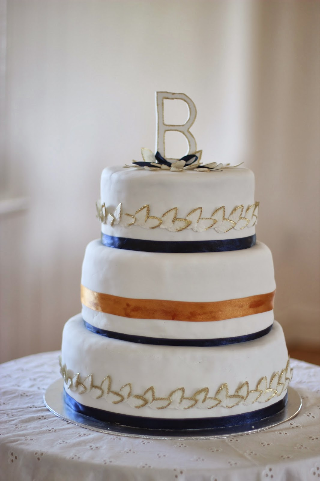 gold and blue leaf wedding cake