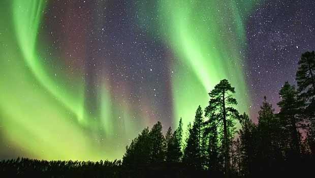 Aurora boreal em países no Ártico