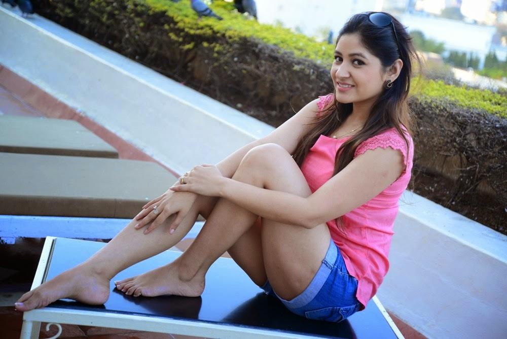 Prabhajeet Kaur Glamorous Photo shoot-HQ-Photo-11