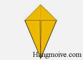 Bước 7: Làm tương tự với lớp giấy phía sau ta được một hình quả trám như bên dưới.