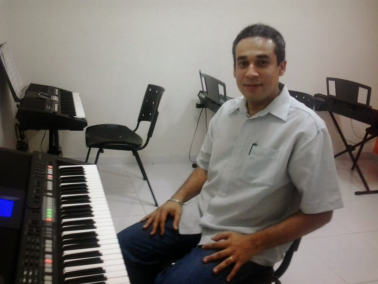 Prof. Elvis Chaves