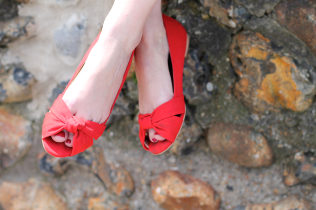 H&M red knot peep toe pumps