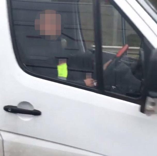 Lelaki Kantoi Puaskan Nafsu Sendiri Dalam Kereta