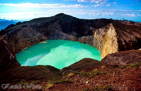 kelimutu craters lakes indonesia