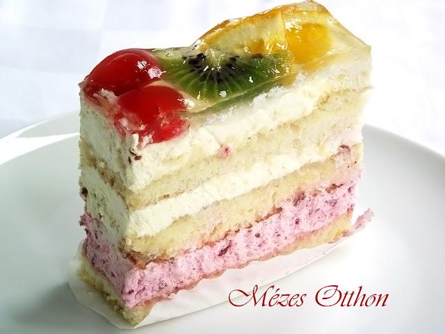 tejszínes-gyümölcsös sütemény fotó